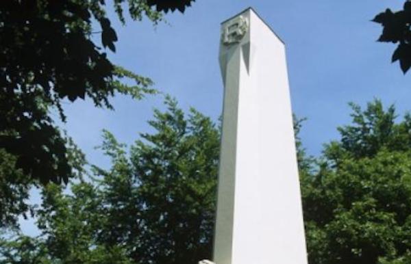 Monument voor Franse soldaten op de Kemmelberg