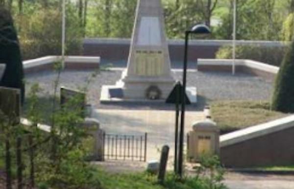 """Franse militaire begraafplaats """"Ossuaire français"""" Kemmel"""