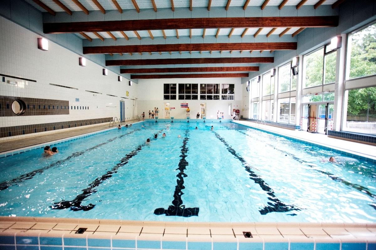Zwembad plantin moretus borgerhout uit in vlaanderen for Zwembad belgie