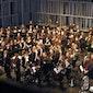 Harmonieorkest Vooruit met solisten Ian Bousfield, Spanish Brass en Adam Rapa