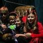 Halloweenfeest voor kinderen, onder begeleiding van hun ouders