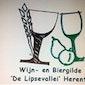 Kelderactiviteit schroten van mout en bottelen/etiketten plakken wijn