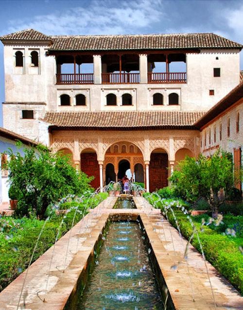 Van Mezquita tot Alhambra. De cultuur van het Moorse Spanje in de Middeleeuwen.