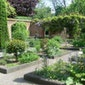 Het Erasmushuis en zijn tuinen
