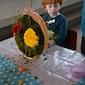 Bloemschikken voor kinderen met paaseierenraap