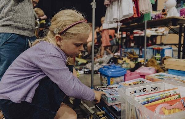 100 jaar Gezinsbond: activiteit met een strik: Tweedehandsbeurs met kinderanimatie