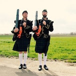 Kartje Kilo: THE PUFFIN' PIPERS